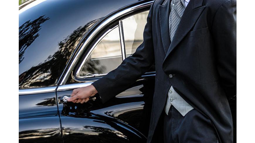 Erlebnistag: Bentley-Fahrt mit Chauffeur & Candle Light Dinner in Hannover für 2