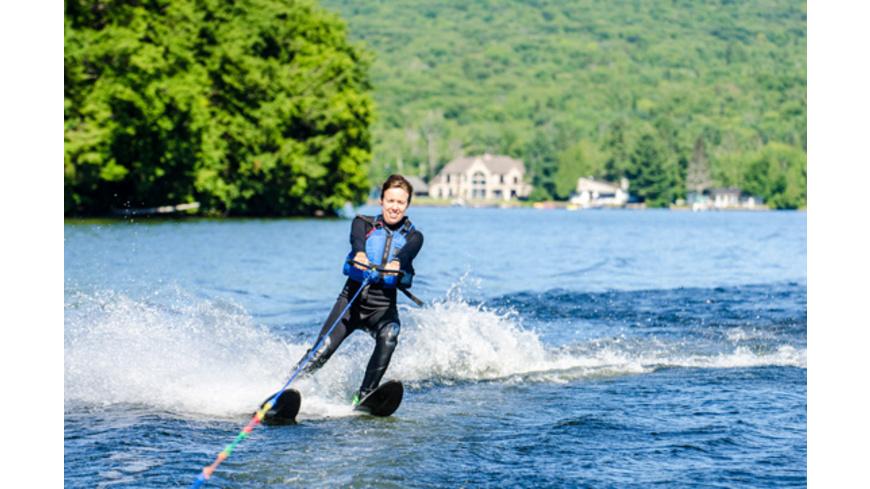 Wasserski fahren am Boot oder Jetski