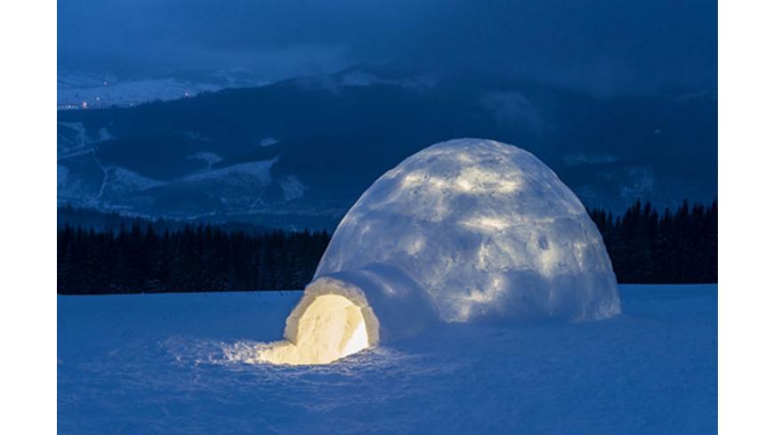 Nacht im selbstgebauten Iglu in der Steiermark