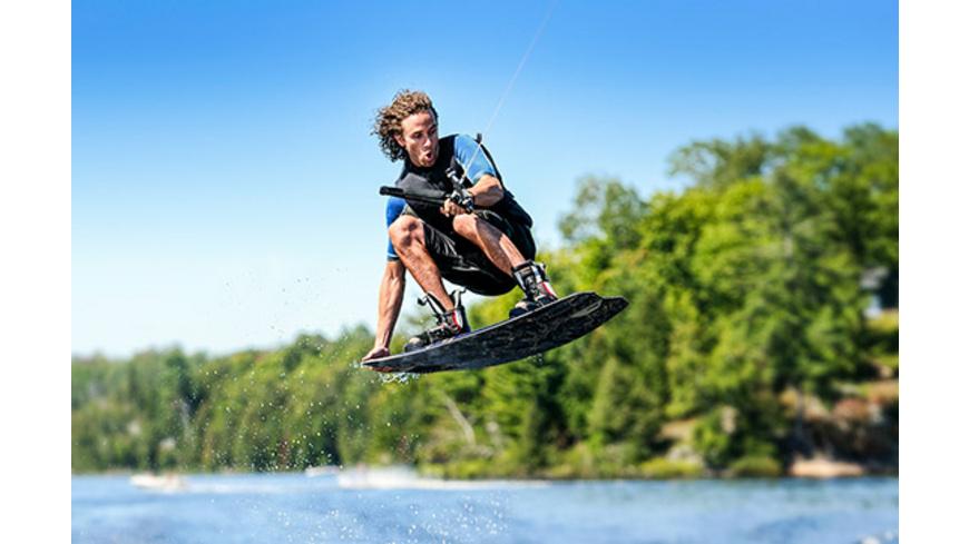 Wakeboarding am Boot oder Jetski