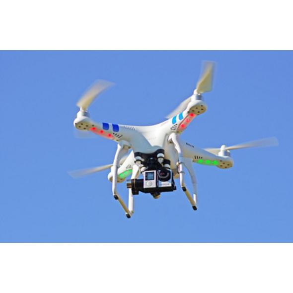 Quadrocopter-Drohne fliegen