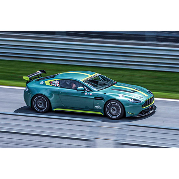 Aston Martin Renntaxi auf dem Hockenheimring